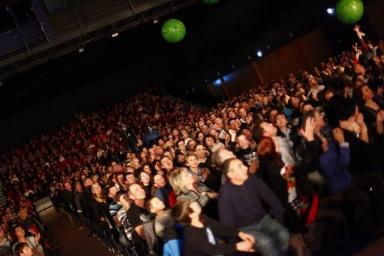 du CE au show tout public l artiste etonne avec son theatre d illusion