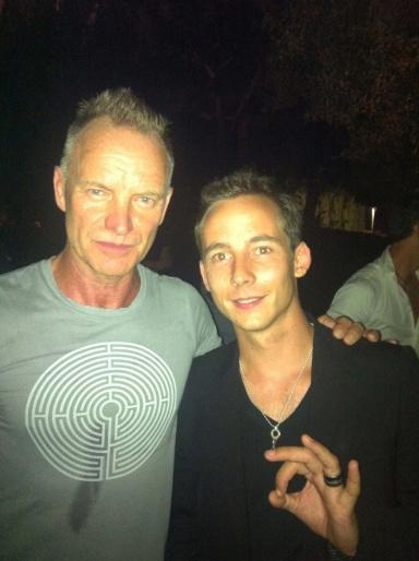 avec le chanteur et musicien britannique Sting
