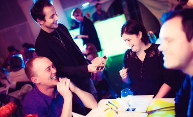une magie idéale de groupe en groupe, participative, interactive et convivial un spectacle magique avec eric borner